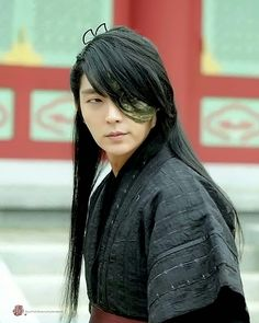 always have a thing for a prince with long hair and a mask \^o^/