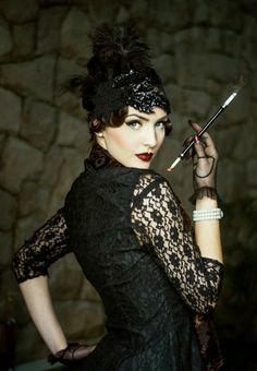 Idda van Munster: Dark Flapper Look by Nina and Muna Gatsby Style, Flapper Style, 1920s Flapper, Flappers 1920s, 1920s Style, Vintage Stil, Looks Vintage, Mode Vintage, Flapper Girls