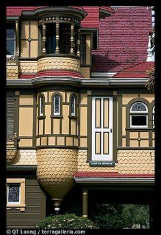 Una mansión misteriosa con puertas que no dan a ningún sitio...