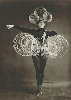 Das Triadische Ballet, costumes d' Oskar Schlemmer, 1922