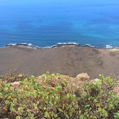 Place to be happy #lanzarote #roadtrip #placetobe #nicetobehere