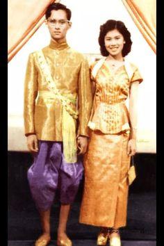 His Majesty Bhumibol Adulyadej King of Thailand King Bhumipol, King Rama 9, King Of Kings, King Queen, Thailand Monarchy, King Thai, Queen Sirikit, Royal King, Thai Traditional Dress