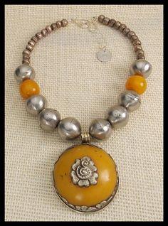 Ambra dorata Handmade tibetano Amber & Ciondolo Repousse