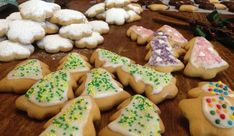 Χριστουγεννιάτικα μπισκοτάκια βουτύρου  από την Μπέττυ μας και το «Taste of life by Betty»! Christmas Cooking, Christmas Kitchen, Christmas Desserts, Iced Biscuits, Christmas Projects, Biscotti, Cupcake Cakes, Cake Recipes, Deserts