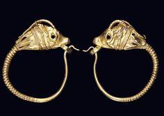 A PAIR OF GREEK GOLD GOAT HEAD EARRINGS HELLENISTIC PERIOD, CIRCA 4TH-3RD CENTURY B.C.