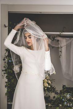 Vestido de novia manga larga. Cuerpo de crep. Velo de tul de seda. Colección Mélancolie, Alejandra Svarc.