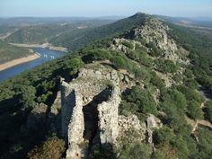 El Castillo de Monfragüe es una fortaleza en ruinas ubicada en el corazón del parque nacional de Monfragüe, en la provincia de Cáceres, España.