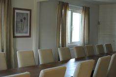 Här finns plats för upp till 24 personer runt bordet.