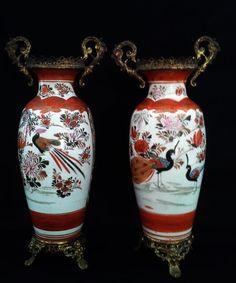 Par de vasos em porcelana oriental e bronze ormulo.