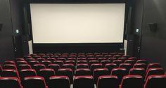 Korjaamon uusissa elokuvasaleissa voi syödä viereisen ravintolan tapaksia. Alkoholijuomien viemistä näytöksiin selvitellään.