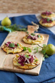 Mini Pizza mit Birnen, Gorgonzola & Radicchio // Mini Pizza with Pears, Gorgonzola & Radicchio