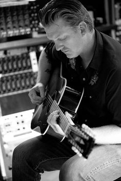 "Josh Homme (Queens of the Stone Age) en el documental ""Sound City"" de Dave Grohl. Desde febrero, en Canal+ Xtra."