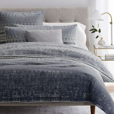 west elm offers modern bedding sets that feature comfort and style. Shop bedroom accessories, including pillows, throws, and duvet covers. Modern Duvet Covers, Bed Duvet Covers, Duvet Cover Sets, King Bedding Sets, Blue Bedding Sets, Bronze Art, Velvet Duvet, Houses, Quartos
