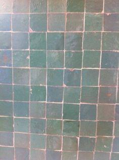 tegels grijs groen