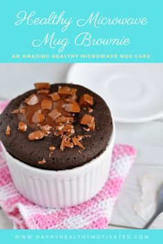 The Best Healthy Chocolate Fudge Mug Brownie You'll Ever Eat Looking for healthy desserts under 100 calories that are still delicious? Tap this pin to get the recipe for this 100 calorie healthy mug brownie! 100 Calorie Desserts, Quick Healthy Desserts, Mug Cake Healthy, Low Calorie Recipes, Health Desserts, Eat Healthy, Low Calorie Mug Cake, Healthy Chocolate Mug Cake, 100 Calorie Meals