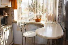 Nikdy byste si nepomysleli, že se obyčejný okenní parapet může stát jedním z nejpohodlnějších a nejútulnějších zákoutí v domě. Ať už pro práci v kuchyni, nebo pro volný čas. Lze jej použít jako stůl v dětském pokoji, bar na balkóně, pracovní plochu nebo jídelní stůl v kuchyni, toaletní stolek v …