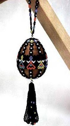 Gyöngyöt nem csak festeni, hanem befoglalni is lehet gyöngyökkel Hozzávalók:  http://www.gyongyvasar.hu/cseh-kasagyongy
