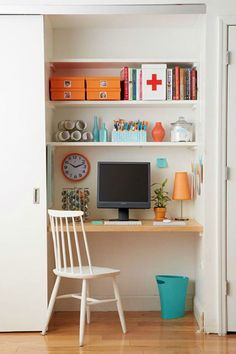 Tiny Office Organization - 10 Ways to Create an Organized Home Office in a Small Space. Closet Desk, Closet Office, Office Nook, Room Closet, Tiny Home Office, Home Office Design, Home Office Decor, Home Decor, Office Ideas