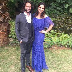 A atriz @simonezucato arransado com nosso 'long dress' no casamento ao lado do ator @danielsatti. Perfeito!!!😍😍😍#reginasalomao #SS17 #TropicalVibesRS #momentoRS