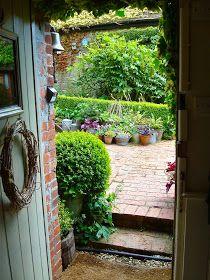 A Mermaid's Tale: Annie's Garden - idyllic English cottage garden