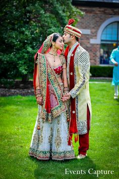 This Indian bride and groom take a moment to pose for beautiful wedding portraits before their ceremony! Indian Wedding Pictures, Indian Wedding Poses, Indian Wedding Couple Photography, Wedding Picture Poses, Indian Bride And Groom, Wedding Couple Poses, Indian Bridal Outfits, Bride And Groom Pictures, Wedding Dress Pictures