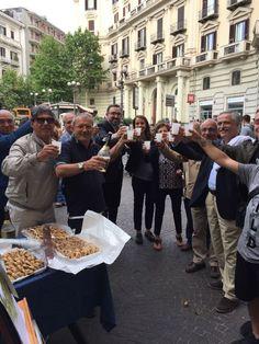 Grande successo al Vomero della mostra fotografica, nei due giorni di esposizione in piazza Vanvitelli, nei pressi del Chioschetto. La...