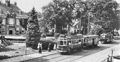 Haarlemse tram voor het Raadhuis in Heemstede*