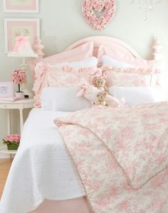 Easygoing succeeded shabby chic home design a knockout post Shabby Chic Bedrooms, Shabby Chic Homes, Shabby Chic Decor, Trendy Bedroom, Feminine Bedroom, Chabby Chic, Pink Bedrooms, Shabby Chic Pink, Small Bedrooms
