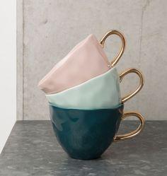 """Met deze """"good morning cup"""" van het merk Urban Nature Culture wordt iedereen vrolijk wakker! De mok is vervaardigd uit hoogwaardig keramiek. Gebruik de kop voor koffie of thee en je dag begint gegarandeerd goed! Hoogte: 9 cm Diameter: 11 cm Vaatwasserbestendig: Ja"""