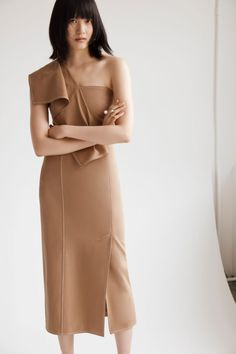 Adeam Resort 2020 Fashion Show Collection: See the complete Adeam Resort 2020 collection. Look 13 Vogue Paris, Chic Dress, Dress Skirt, Fashion 2020, High Fashion, Camila Morrone, Fashion Show Collection, Elegant Outfit, Fashion Labels