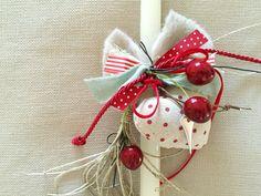 Χειροποίητη λευκή λαμπάδα με κερασάκια, υφασμάτινη πουά καρδιά και μεταλλική μικρή καρδούλα. Βρείτε την εδώ http://www.smallthings.gr/product-category/spring-summer/