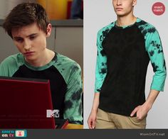 8d517cd9f22 Hunter s black tee with gree tie dyed sleeves on Degrassi. Outfit Details   http  WornOnTV