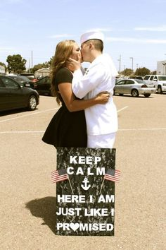 TONS of military welcome home sign ideas. What a beautiful shot. Military Welcome Home, Welcome Home Soldier, Military Love, Military Homecoming Signs, Homecoming Posters, Military Signs, Homecoming Ideas, Marine Homecoming, Homecoming Dresses