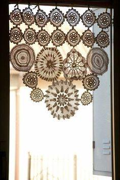 Cortinas y bandos crochet Doilies Crafts, Lace Doilies, Crochet Doilies, Filet Crochet, Thread Crochet, Crochet Home, Love Crochet, Doily Art, Boho Vintage