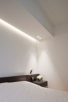 Bedroom by iXtra interior architects. Beautiful lighting.