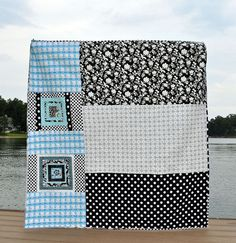 I love quilt backs that incorporate extra blocks and big scraps of fabric used on the front of the quilt!    Source:  http://vintagemodernquilts.com/http://vintagemodernquilts.com/