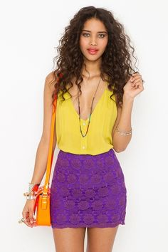 great color combo! ad that lace skirt...whoa