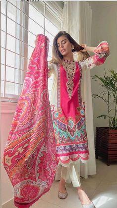 Pakistani Formal Dresses, Party Wear Indian Dresses, Designer Party Wear Dresses, Indian Fashion Dresses, Pakistani Dress Design, Indian Designer Outfits, Girls Fashion Clothes, Beautiful Dress Designs, Stylish Dress Designs