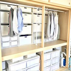 Pin on 収納 Japanese Home Design, Japanese House, Family Closet, Floor Couch, Japanese Apartment, Compact Living, Tidy Up, Closet Storage, Closet Organization