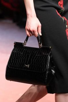Dolce & Gabbana Fall 2015 Ready-to-Wear (RTW) Runway: Handbags