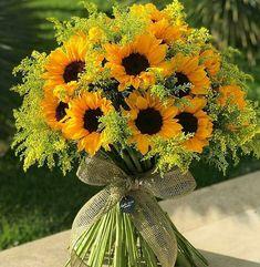 ღ sαℓσмé ∂єsєrτ ღ Wedding Reception Attire, Luxury Flowers, Glass Vase, Table Decorations, Fruit, Beautiful, Plants, Instagram, Home Decor