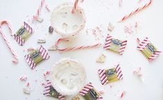 Go ahead and ditch that glass of eggnog, because this creamy peppermint White Russian is definitely your new favorite #holiday #cocktail