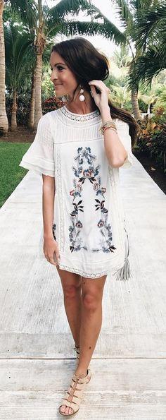 40 Spring Outfits That Are Gorgeous - #springoutfits #springstyle #springfashion #summeroutfits #summerstyle #summerfashion #outfits #outfitoftheday #outfitideas #womensfashion