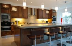 Love this kitchen! Fitted Kitchens, Kitchen Cabinets, Floor Plans, Flooring, Table, Furniture, Design, Home Decor, Collection
