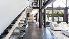 Donkere betonvloer