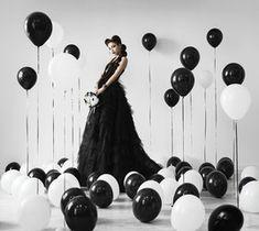 Картинки по запросу девушка с шарами в однотонном платье