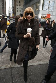 Anna Wintour is Everything! Fashion Idol, Fur Fashion, Fashion Editor, Autumn Fashion, Fashion Looks, Womens Fashion, Anna Wintour Style, Love Her Style, Fall Winter Outfits