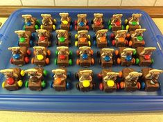 Schoko-Auto Chocolate Car 4 The post El chocolate de coches appeared first on Gasmen. Chocolate Car, Chocolate Recipes, Car Cookies, Cake Recipes, Dessert Recipes, Childrens Meals, Bmw Autos, Baking With Kids, Veggie Tray