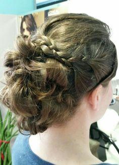 Penteado madrinha casamento dia 04/07...