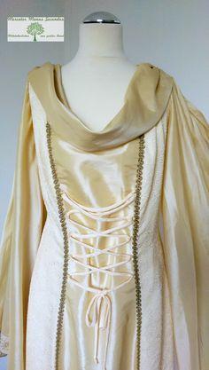 Wunderschönes mittelalterliches Hochzeitskleid